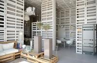 Quase 2 mil pallets transformam visual de armazém para abrigar escritório em Lisboa